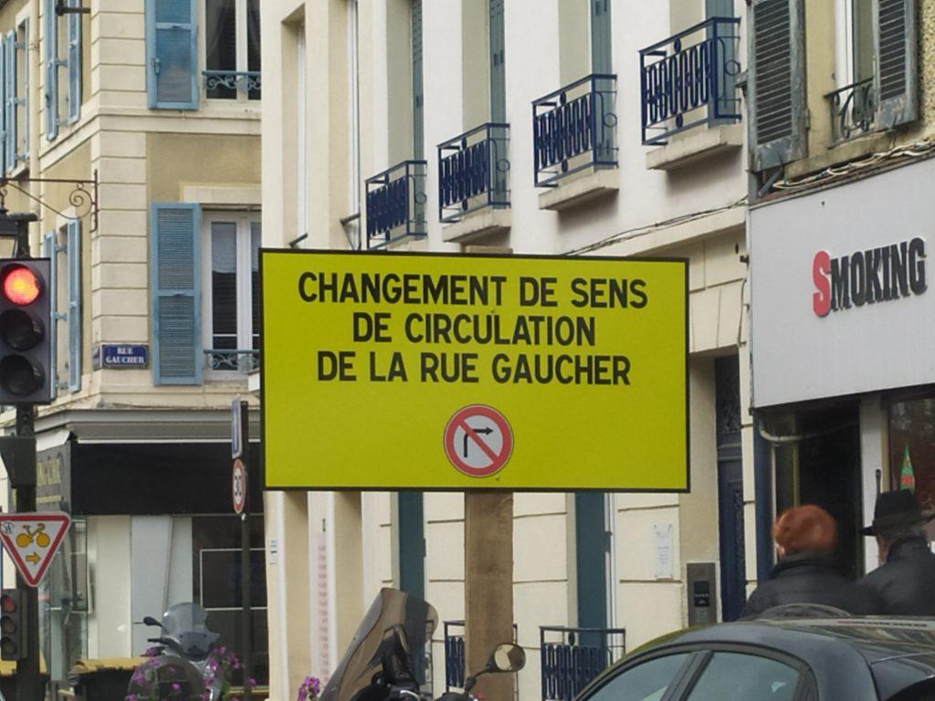 La rue Gaucher elle change de sens donc elle devient le rue Droitier non ?